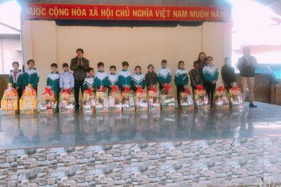Tổ chức Phát quà tết cho các em học sinh – 2020 2021