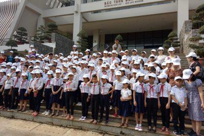 Học sinh khối 3 và 4 đi tham quan trải nghiệm tại Bảo tàng Đăk Lăk và Nghĩa trang liệt sỹ